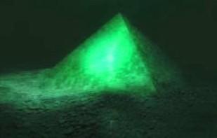 piramida-de-sticla-triunghiul bermudelor
